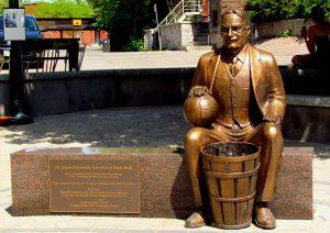 Naismith_statue,_Almonte